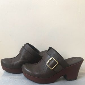 Korks by Korkease  Brown Leather Clogs